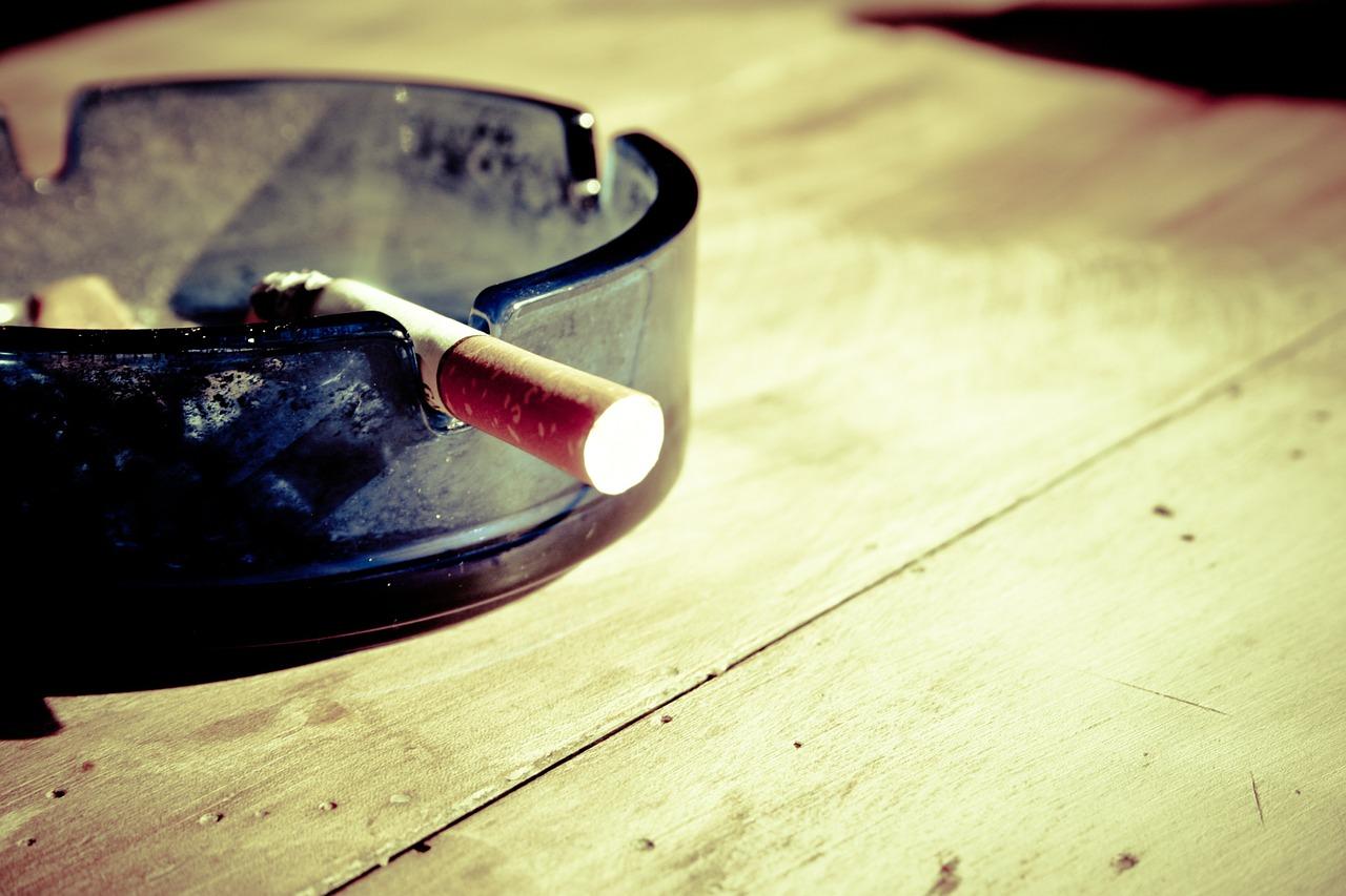 Proibição de fumar em espaços fechados